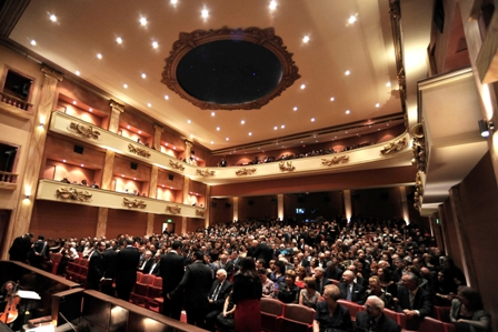 Teatru Astra fully packed small