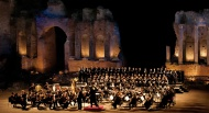 Teatru Astra constructs new set for an opera in Sicily